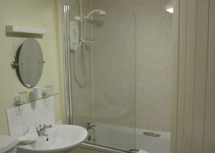 Double-Ensuite-bathroom