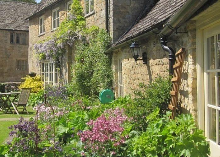 Guiting Queshouse Garden