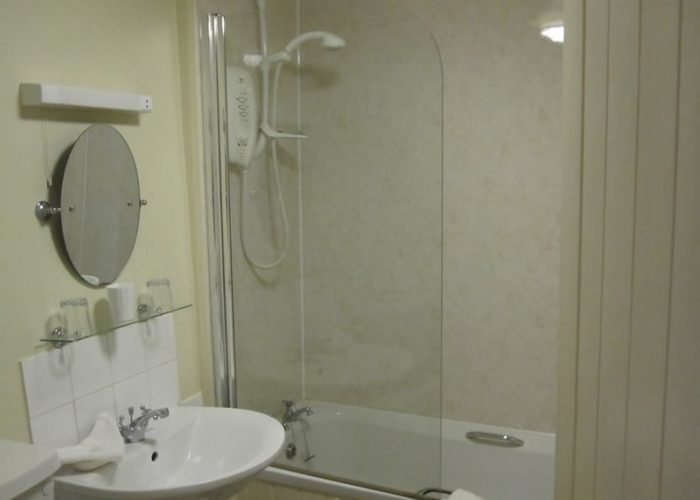 Double-Ensuite-bathroom