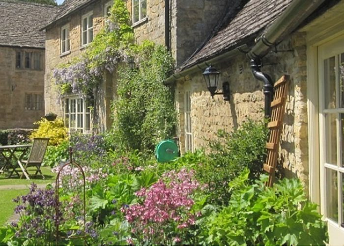 Guiting Queshouse Garden